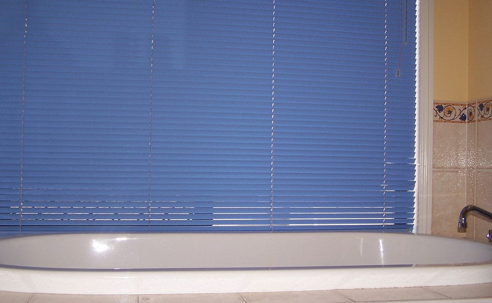 image of aluminium-venetians-bathroom